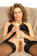 Besonders reife Frauen bevorzugen es bekanntlich mit einem Dildo zu masturbieren.